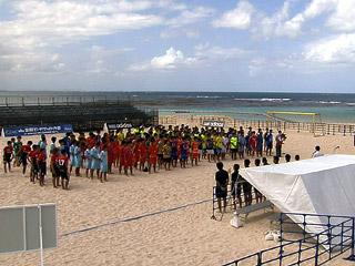 宜野湾 全国ビーチサッカー大会始まる