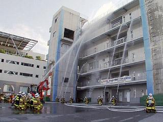 那覇市 消防出初式で救助訓練披露