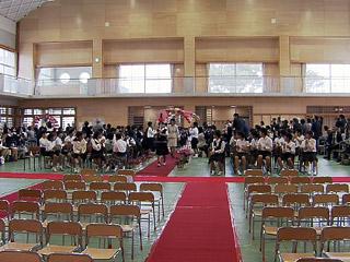 小学校で入学式 ピカピカの1年生85人