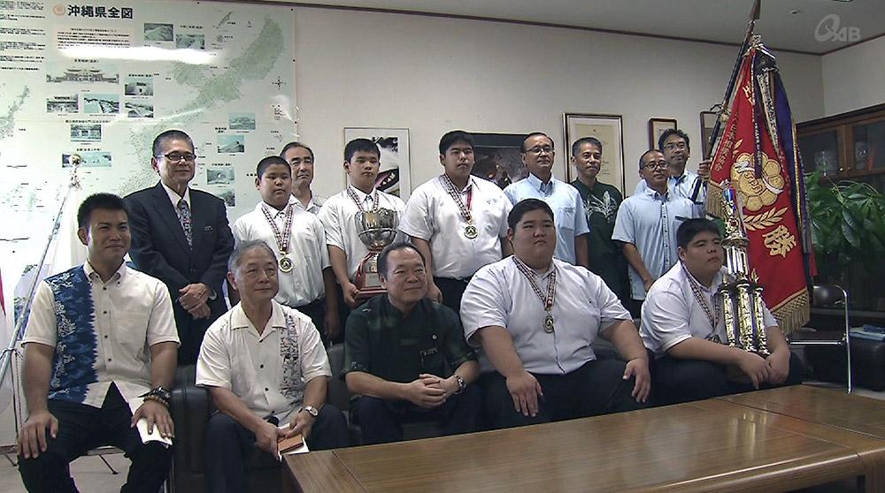 浦添中相撲部全国制覇を県教育長に報告