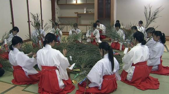 来年の幸せ祈り… 心を込めて福笹作り