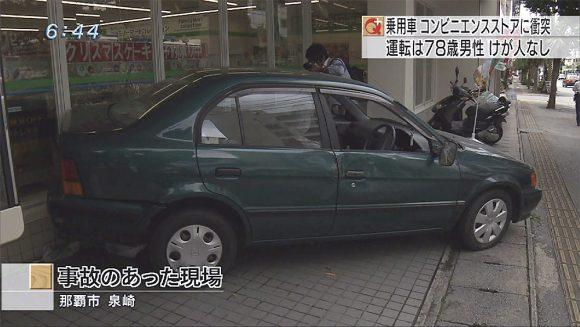 78歳男性の乗用車 コンビニに衝突