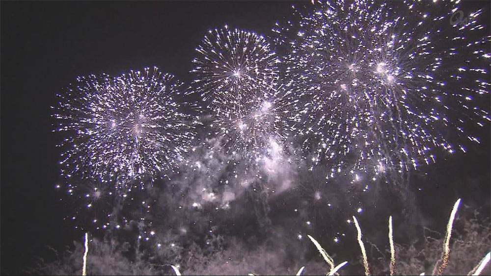 琉球海炎祭 夜空彩る1万発の花火