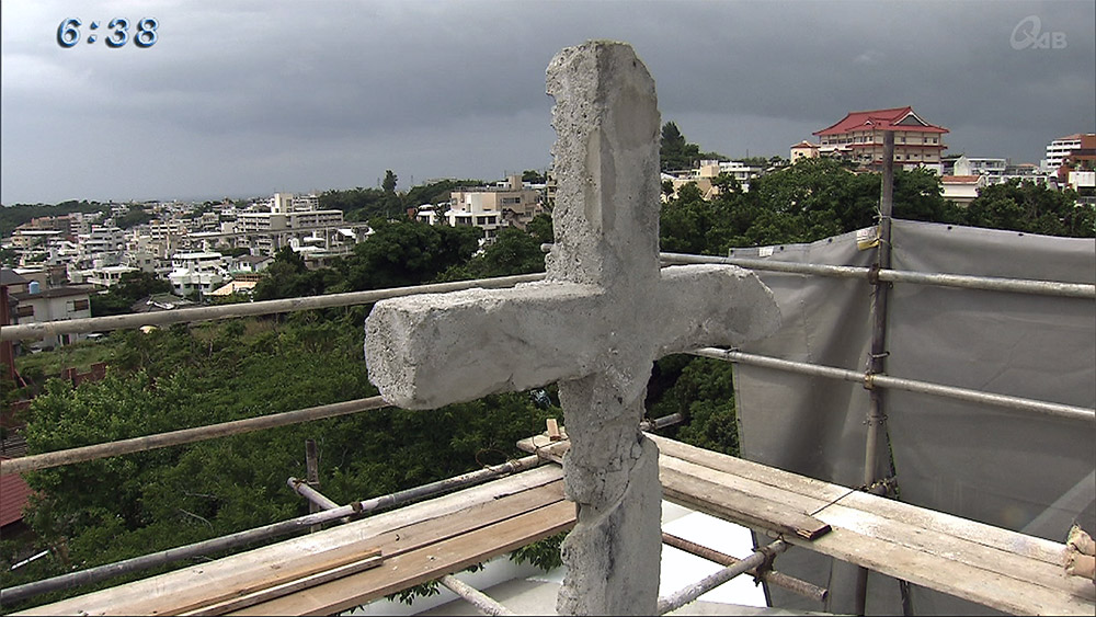 70年ぶり 十字架が首里の空に