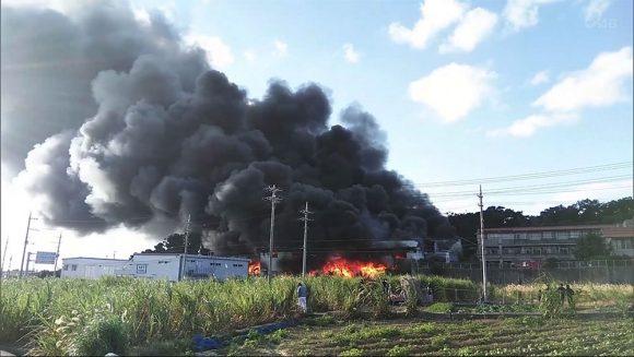糸満リサイクル工場火事 消火活動続く