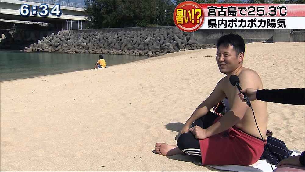 ポカポカ陽気に誘われて海水浴客も