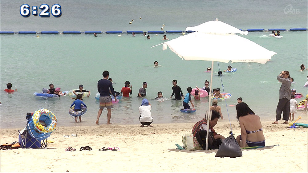きょうは「海の日」 ビーチは多くの人で賑わう