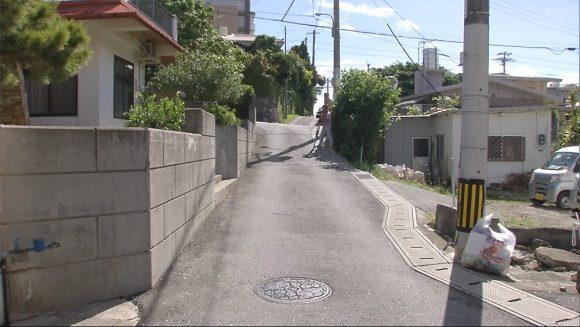 路上寝おっさん、新聞配達の車に轢かれて意識不明の重体 沖縄