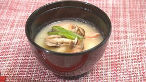鮭と大根ときのこの味噌汁