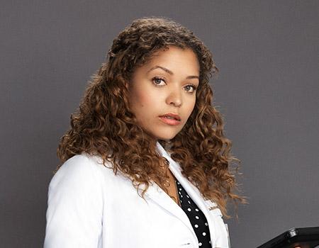クレア・ブラウン / 研修医 アントニア・トーマス(声:白石涼子) ショーンと同じく研修医として働く女性医師。